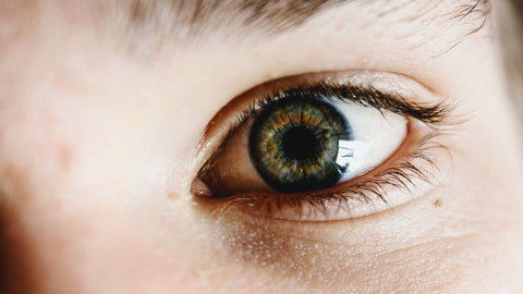 a picture of a healthy person's eye