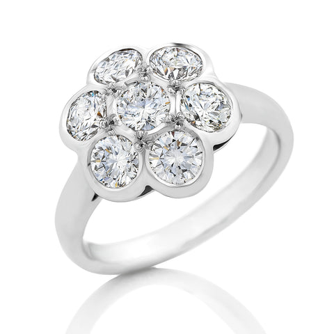18ct White Gold 'Daisy' Diamond Cluster Ring   O.4100