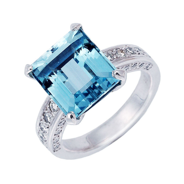 emerald cut aquamarine and diamond cocktail ring, Bespoke jewellery Melbourne