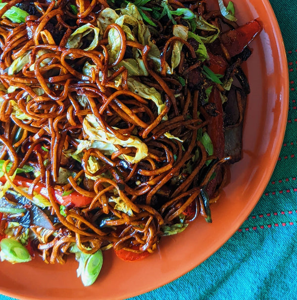 Hakka Noodles with Crispy Bacon