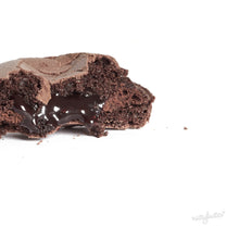 Load image into Gallery viewer, Nuttybutter's dark cacao ganache macaron.