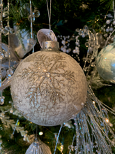 Load image into Gallery viewer, Elegant Snowflake Ball Ornaments - 2 colours