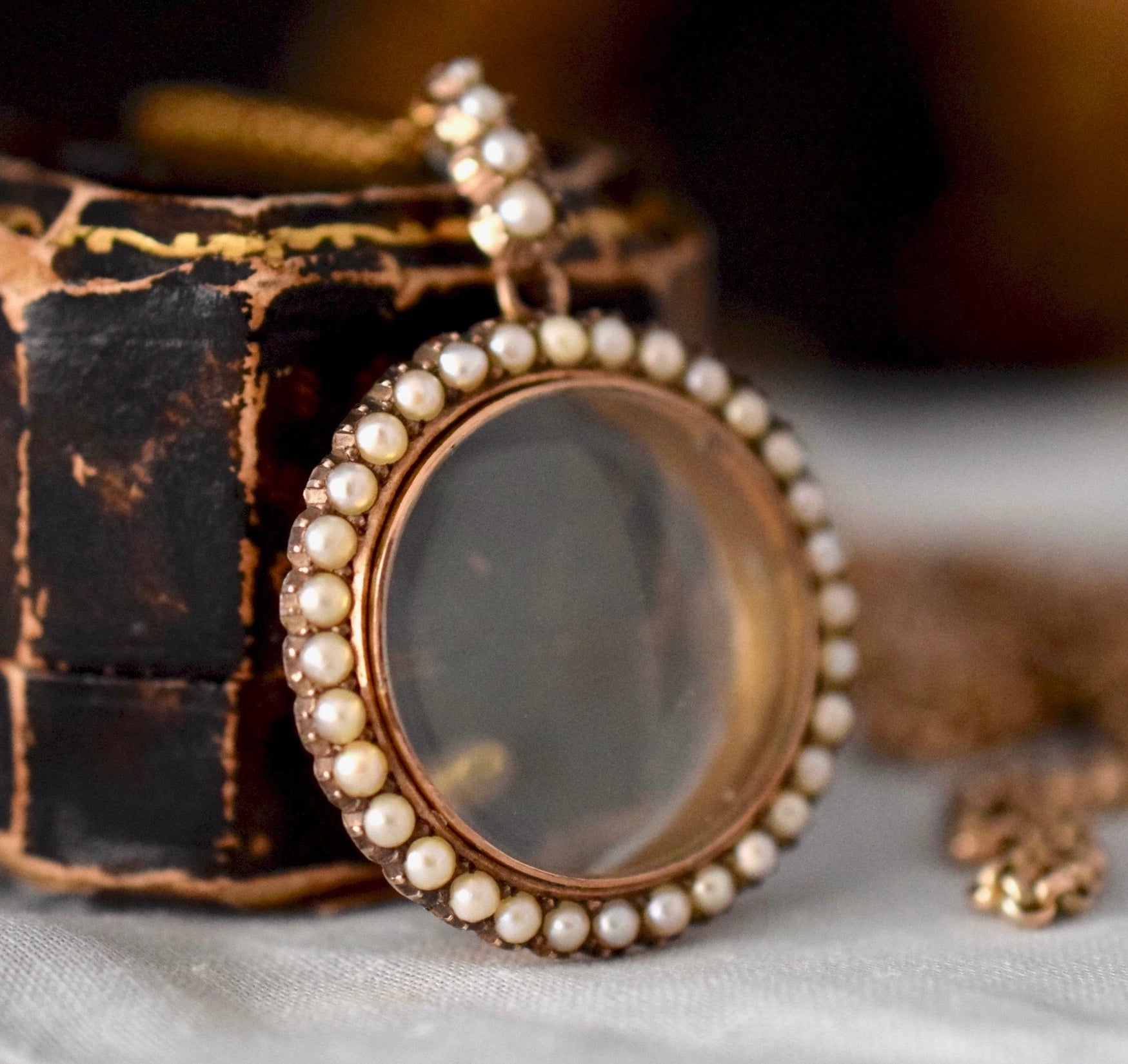 Late Victorian / Early Edwardian Seed Pearl 9ct Photo Locket