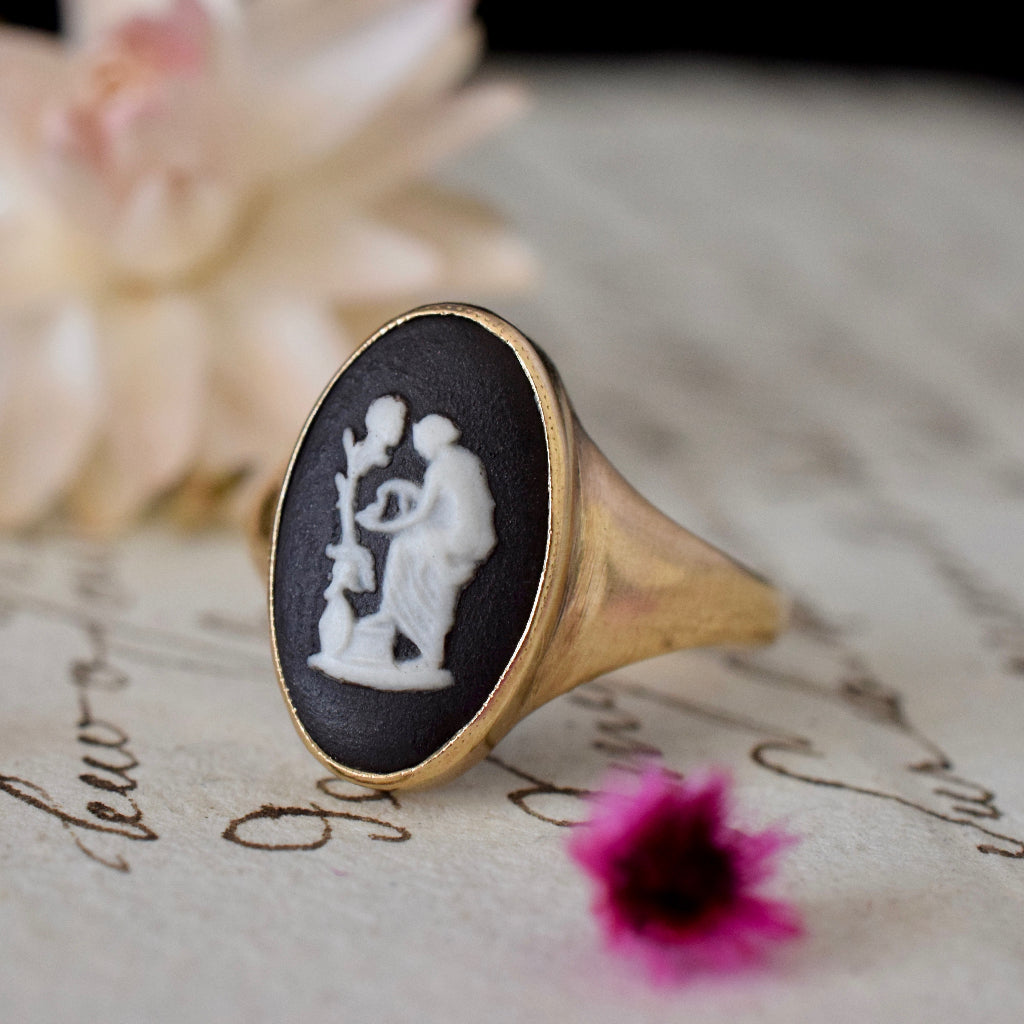 Vintage Wedgwood 9ct Yellow Gold Ring