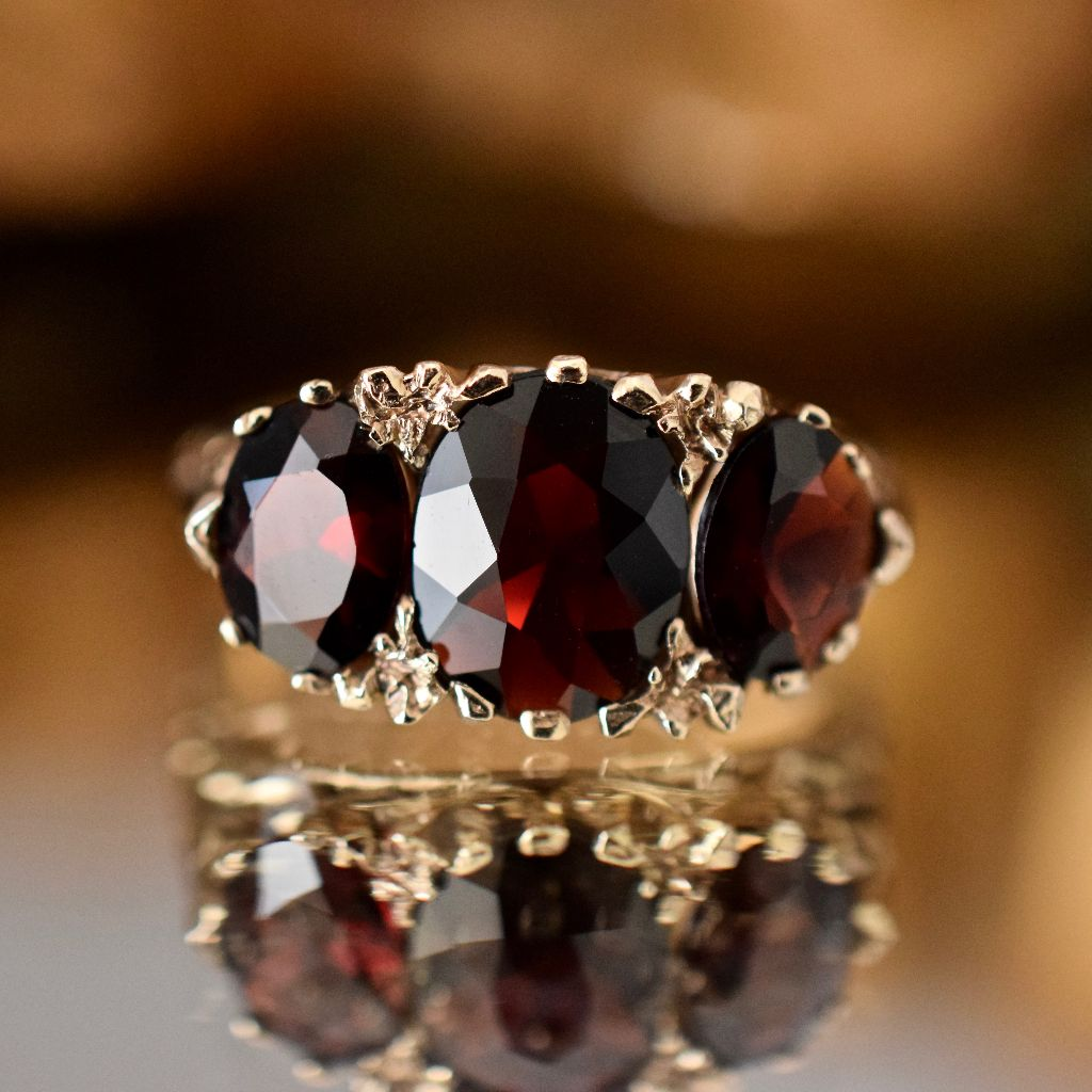 Vintage 'Antique Style' 9ct Yellow Gold Pyrope Garnet Ring dated 1978