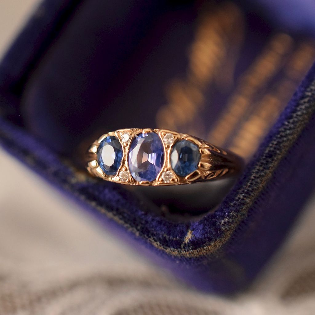 Exquisite Colour Change Natural Ceylon Sapphire Diamond Ring Art Deco or Art Deco Style