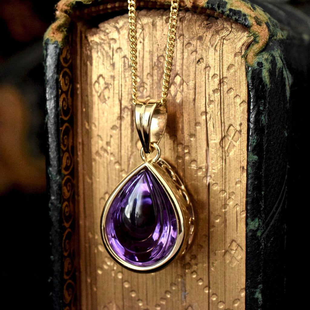 Stunning 18ct Yellow Gold Carved Pear-Cut Amethyst Pendant