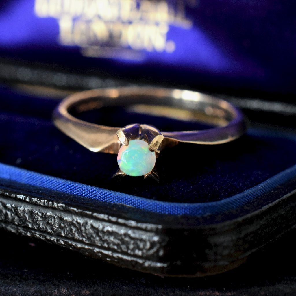 Charming Vintage 9ct Yellow Gold Crystal Opal - London Assay Office