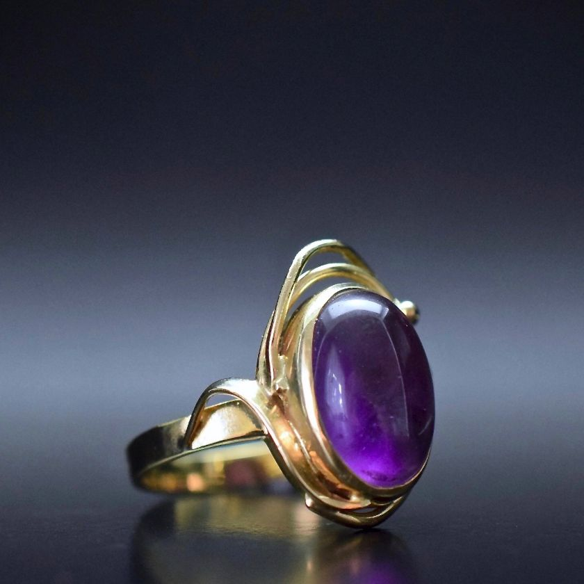Gorgeous Natural Amethyst Cabochon 9ct Yellow Gold Ring