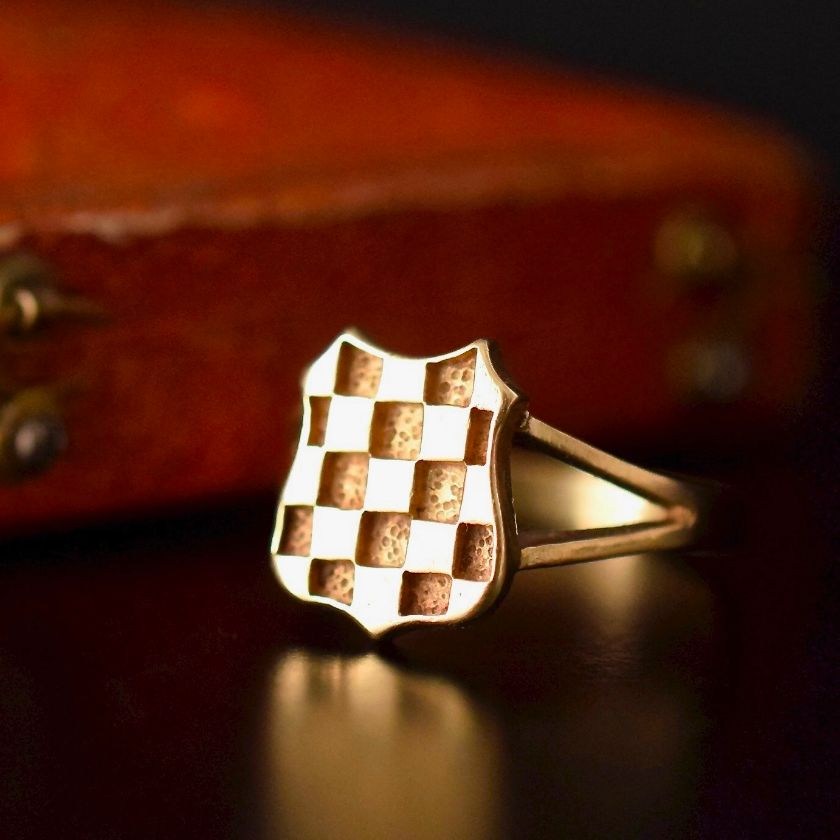 Interesting Vintage Signet Ring 9ct Yellow Gold Checkerboard Pattern
