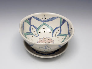 Berry bowl with ornamental decoration