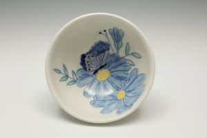 Small bowl with daisies