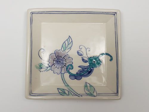 Small square plate with flowers