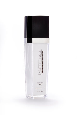 Makeup setting spray derived from a mineral complex