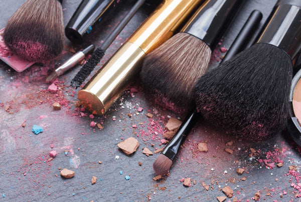 A LAZY GIRL'S GUIDE TO CLEANING BRUSHES