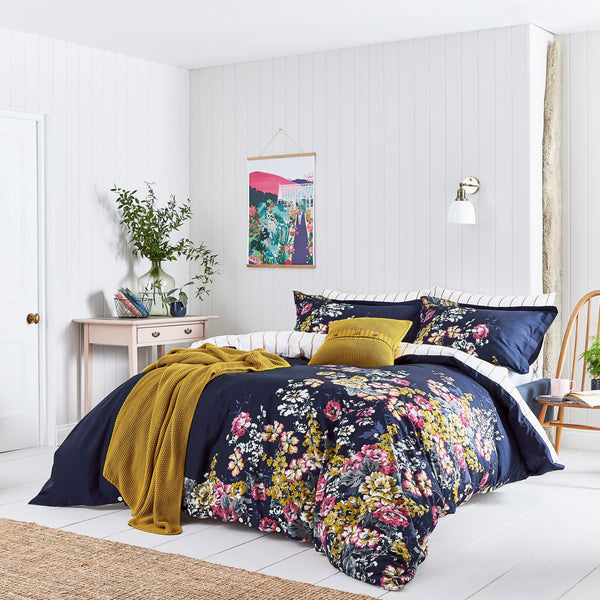 CAMBRIDGE FLORAL MIDNIGHT QUILT SET