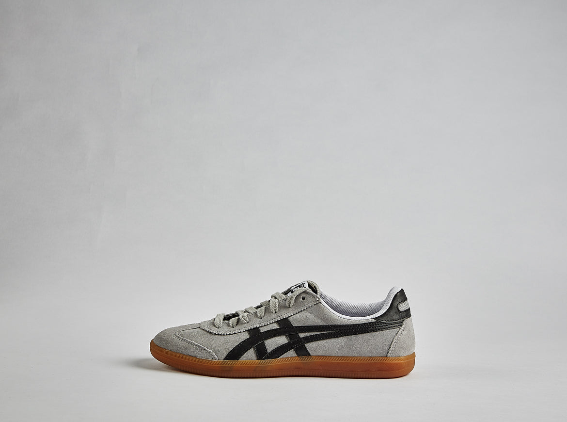 asics-tokuten-indoor-soccer-shoe-grey