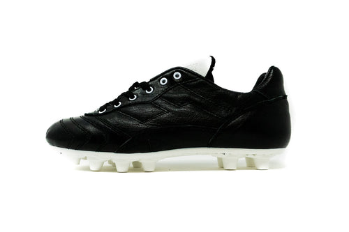 Akuna Cinquestelle Toro FG Soccer Cleat, Black & White, Buffalo Leather, 12 Conical Studs, Side View
