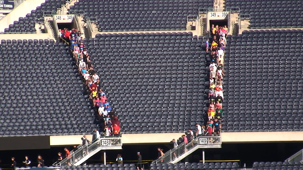 10044R - RUNNERS ON STAIRS INSIDE SOLDIER FIELD IN CHICAGO