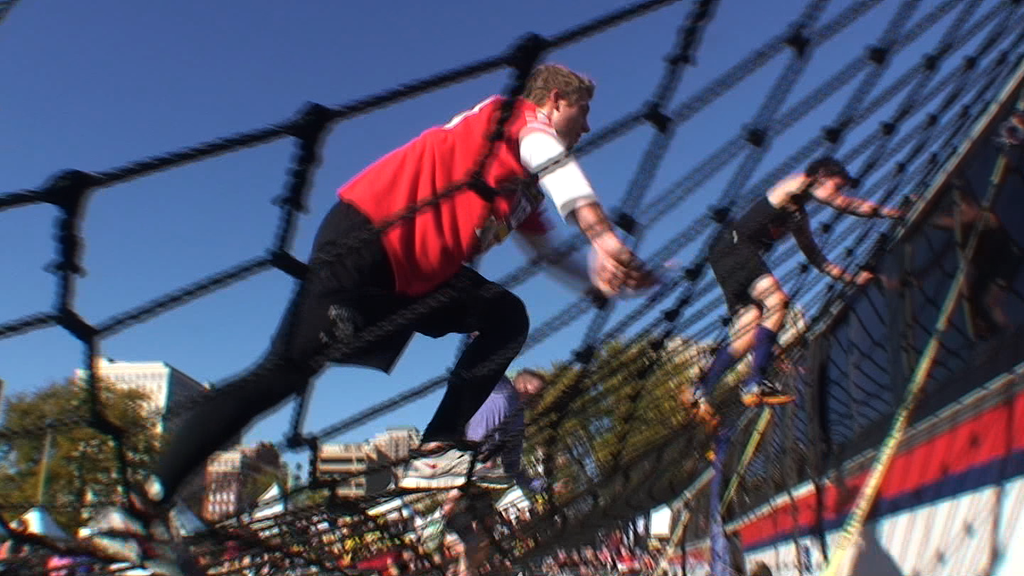 10045R - OBSTACLE RUNNERS CLIMB UP NET OVER BUS