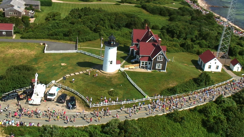 10051R - RUNNERS ON CAPE COD FROM HELICOPTER
