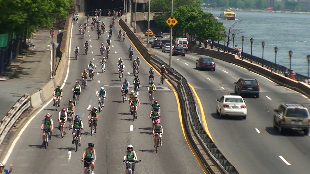 10105C - BICYCLISTS, BIKE RIDERS ON FDR DRIVE