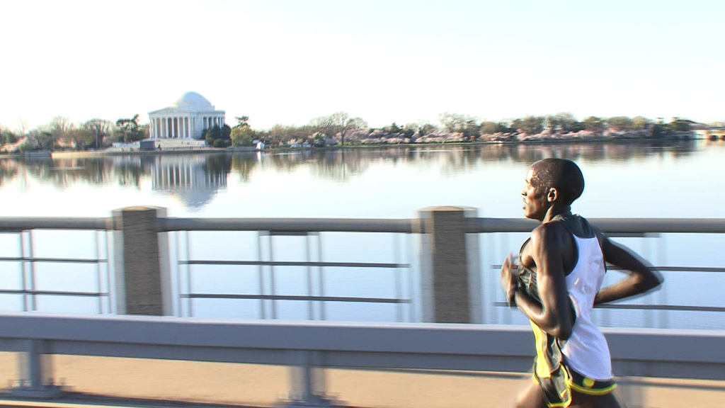 10183R - ELITE PACK RUNNERS WITH JEFFERSON MEMORIAL IN BACKGROUND