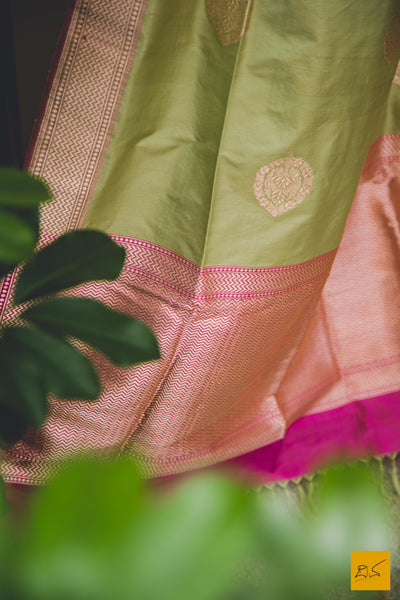 This is a beautiful banarasi katan silk dupatta. New trend of Banarasi designs, Banarasi for artists, art lovers, architects, dupatta lovers, dupatta connoisseurs, musicians, dancers, doctors, Banarasi Katan silk dupatta, indian dupatta images, latest dupatta with price, only dupatta images, new Banarasi dupatta design.