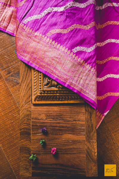 This is a wonderful banarasi tussar georgette saree. New trend of Banarasi saree designs, Banarasi saree for artists, art lovers, architects, saree lovers, saree connoisseurs, musicians, dancers, doctors, Banarasi Katan silk saree, indian saree images, latest sarees with price, only saree images, new Banarasi saree design.