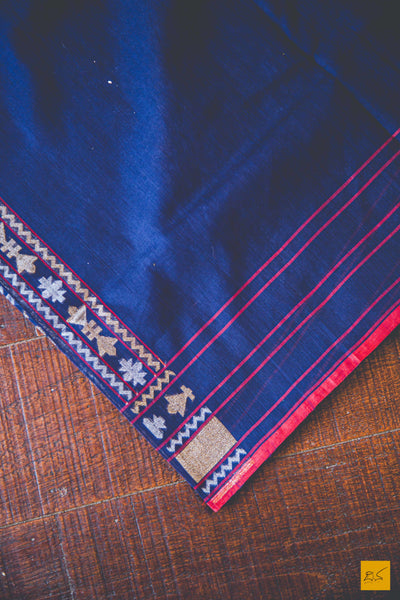 This is a magnificent Banarasi Jamdani handwoven Saree with a blue body. New trend of Banarasi Saree designs, Banarasi Saree for artists, art lovers, architects, saree lovers, Saree connoisseurs, musicians, dancers, doctors, Banarasi silk saree, indian saree images, latest sarees with price, only saree images, new Banarasi saree design.