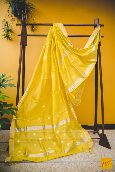 This is a gorgeous chanderi silk cotton handwoven dupatta with with eknaal butta in gold and silver zari. New trend of chanderi pure silk dupatta designs, chanderi pure Silk dupatta for artists, art lovers, architects, dupatta lovers, dupatta connoisseurs, musicians, dancers, doctors, chanderi pure Silk dupatta, indian dupatta images, latest dupattas with price, only dupatta images, new chanderi pure silk dupatta design.