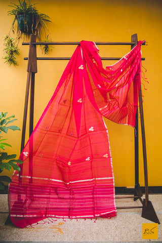This is a gorgeous chanderi silk cotton handwoven dupatta with minakari eknaal butta. New trend of chanderi pure silk dupatta designs, chanderi pure Silk dupatta for artists, art lovers, architects, dupatta lovers, dupatta connoisseurs, musicians, dancers, doctors, chanderi pure Silk dupatta, indian dupatta images, latest dupattas with price, only dupatta images, new chanderi pure silk dupatta design.