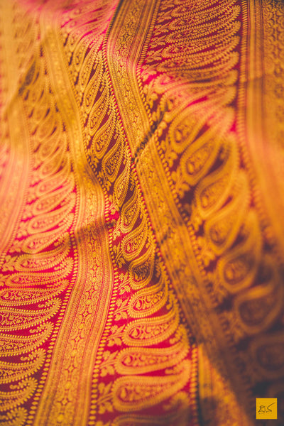 This is a gorgeous Banarasi Jamawar Tanchoi Saree with tiny yellow intricate buttas, border and pallu is a delight to the owner. This is extremely light and easy to drape reversible tanchoi. New trend of Banarasi Saree designs, Banarasi Saree for artists, art lovers, architects, saree lovers, Saree connoisseurs, musicians, dancers, doctors, Banarasi silk saree, indian saree images, latest sarees with price, only saree images, new Banarasi saree design.