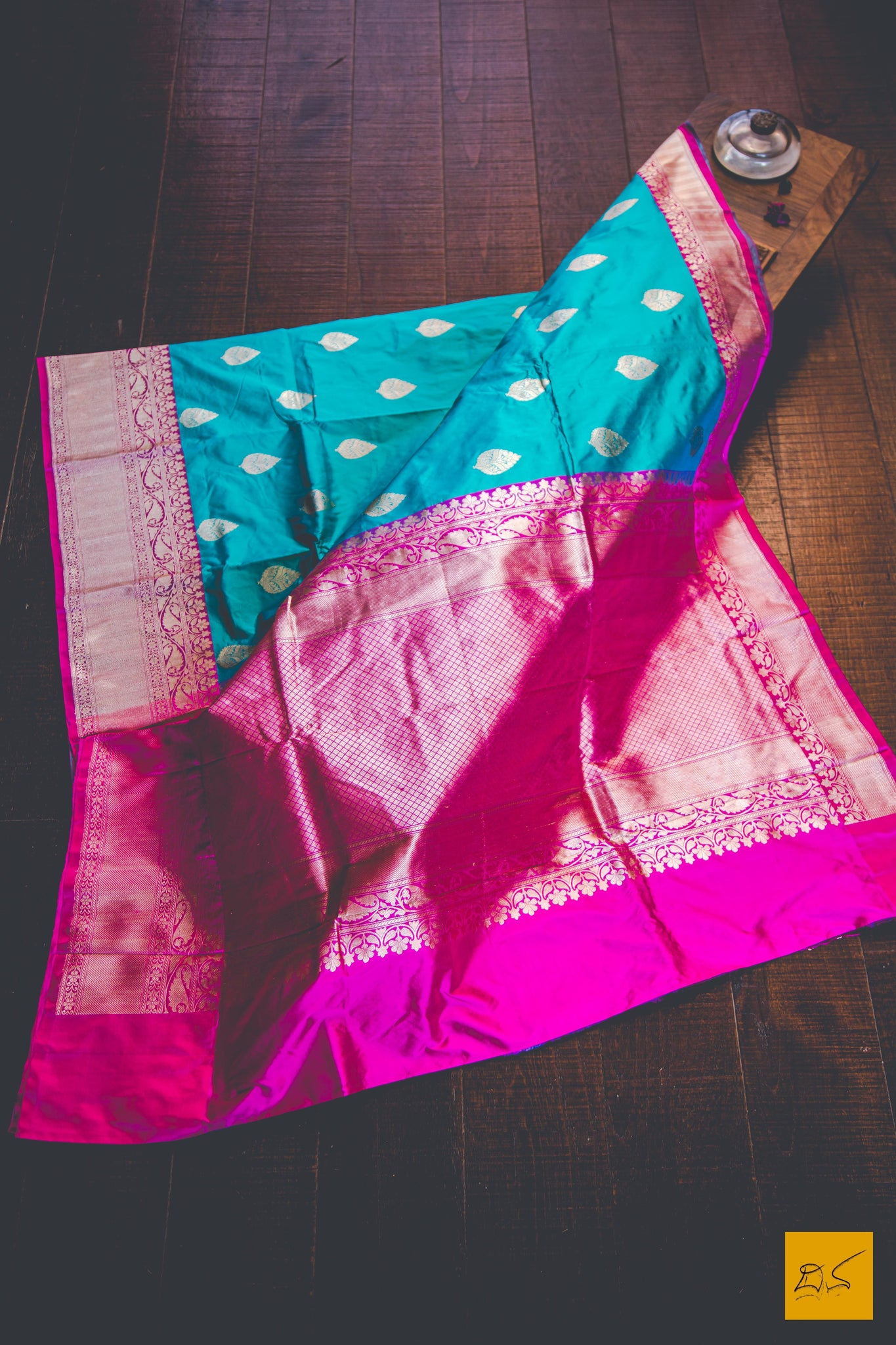 This is a beautiful katan silk banarasi sari with a blue and pink body. New trend of Banarasi Saree designs, Banarasi Saree for artists, art lovers, architects, saree lovers, Saree connoisseurs, musicians, dancers, doctors, Banarasi Katan silk saree, indian saree images, latest sarees with price, only saree images, new Banarasi saree design.