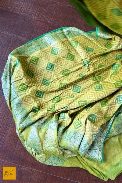 This is a wonderful banarasi georgette sari with a green and blue body. New trend of Banarasi Saree designs, Banarasi Saree for artists, art lovers, architects, saree lovers, Saree connoisseurs, musicians, dancers, doctors, Banarasi Katan silk saree, indian saree images, latest sarees with price, only saree images, new Banarasi saree design.
