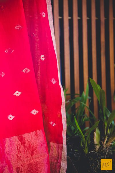 This is a magnificent red soft handspun cotton (150 count) jamdani handwoven saree with silver zari jamdani buttas. New trend of Muslin Jamdani Saree designs, Muslin Jamdani Saree for artists, art lovers, architects, saree lovers, Saree connoisseurs, musicians, dancers, doctors, Muslin Jamdani saree, indian saree images, latest sarees with price, only saree images, new Muslin Jamdani saree design.