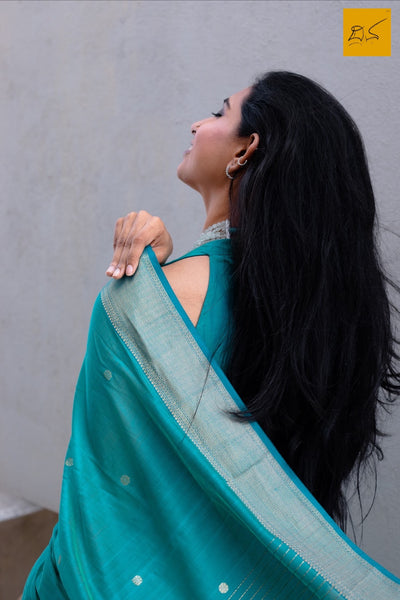 silk cotton Maheshwari handwoven saree, traditional maheshwari saree with buttas paired with trendy blouse, sarees designs, readymade blouses for sarees, sarees for saree lovers, saree connoisseurs, art lovers,artists, architects, musicians, dancers, art critics, doctors, lawyers