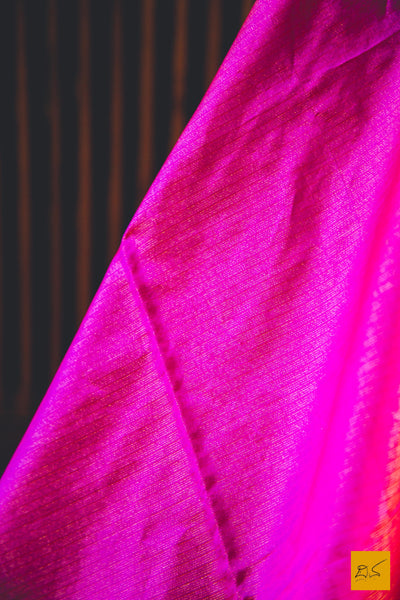 A lovely maheshwari pure silk tissue saree. New trend of Saree designs, Saree for artists, art lovers, architects, saree lovers, Saree connoisseurs, musicians, dancers, doctors, silk saree, indian saree images, latest sarees with price, only saree images, new saree design.