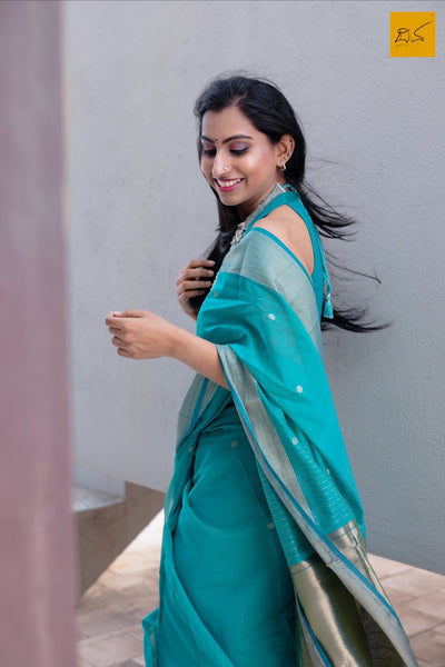 silk cotton Maheshwari handwoven saree, traditional maheshwari saree with buttas paired with trendy blouse, sarees designs, readymade blouses for sarees, Maheshwari sarees for art lovers, artists, art critics, architects, saree lovers, saree connoisseurs, musicians, dancers, doctors