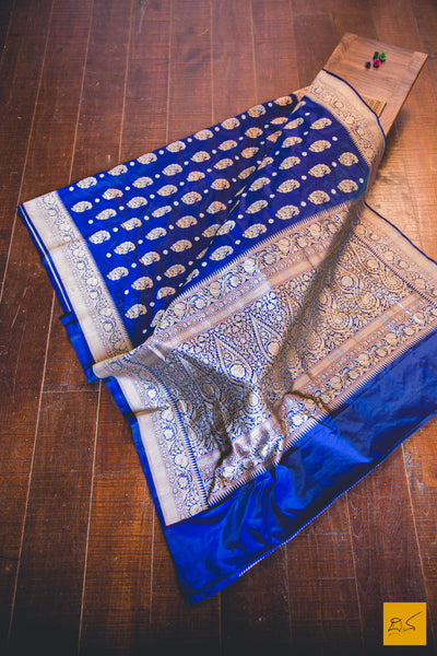This is a gorgeous kadhwa banarasi bootidar jangla handwoven saree. New trend of Banarasi Saree designs,  Banarasi Saree for artists, art lovers, architects, saree lovers, Saree connoisseurs, musicians, dancers, doctors, Banarasi saree, indian saree images, latest sarees with price, only saree images, new Banarasi saree design.