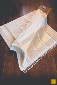 This is a wonderful Banarasi Katan Silk handwoven Saree with a Cream-White body. New trend of Banarasi Saree designs, Banarasi Saree for artists, art lovers, architects, saree lovers, Saree connoisseurs, musicians, dancers, doctors, Banarasi silk saree, indian saree images, latest sarees with price, only saree images, new Banarasi saree design.