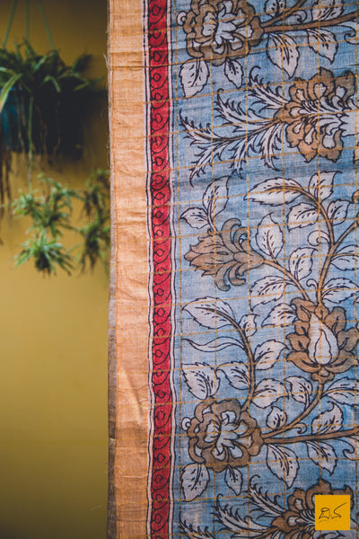 This is a gorgeous kalamkari Saree. New trend of Kalamkari Saree designs,  Kalamkari Saree for artists, art lovers, architects, saree lovers, Saree connoisseurs, musicians, dancers, doctors, Kalamkari saree, indian saree images, latest sarees with price, only saree images, new Kalamkari saree design.