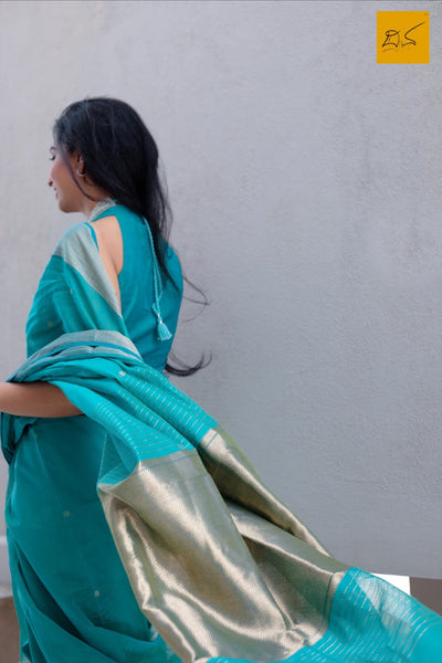 silk cotton Maheshwari handwoven saree, traditional maheshwari saree with buttas paired with trendy blouse, sarees designs, readymade blouses for sarees, maheshwari sarees for artists, architects, art lovers, fashionistas, sareelovers, sareeconnoisseurs, musicians, dancers, doctors
