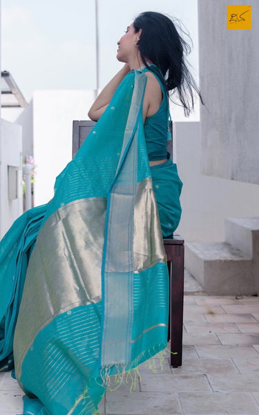 silk cotton Maheshwari handwoven saree, traditional maheshwari saree with buttas paired with trendy blouse, sarees designs, readymade blouses for sarees, sarees for artlovers, artists, musicians, dancers, doctors, architects