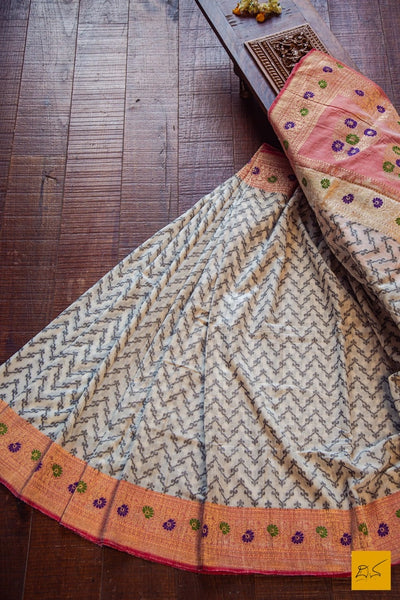 This is a wonderful Banarasi Cotton handwoven Saree with an all over unique zig zag pattern woven in black. The kadhiyal border is of blush red colour. Very comfortable, soft and easy to drape. New trend of Banarasi Saree designs, Banarasi Saree for artists, art lovers, architects, saree lovers, Saree connoisseurs, musicians, dancers, doctors, Banarasi silk saree, indian saree images, latest sarees with price, only saree images, new Banarasi saree design.