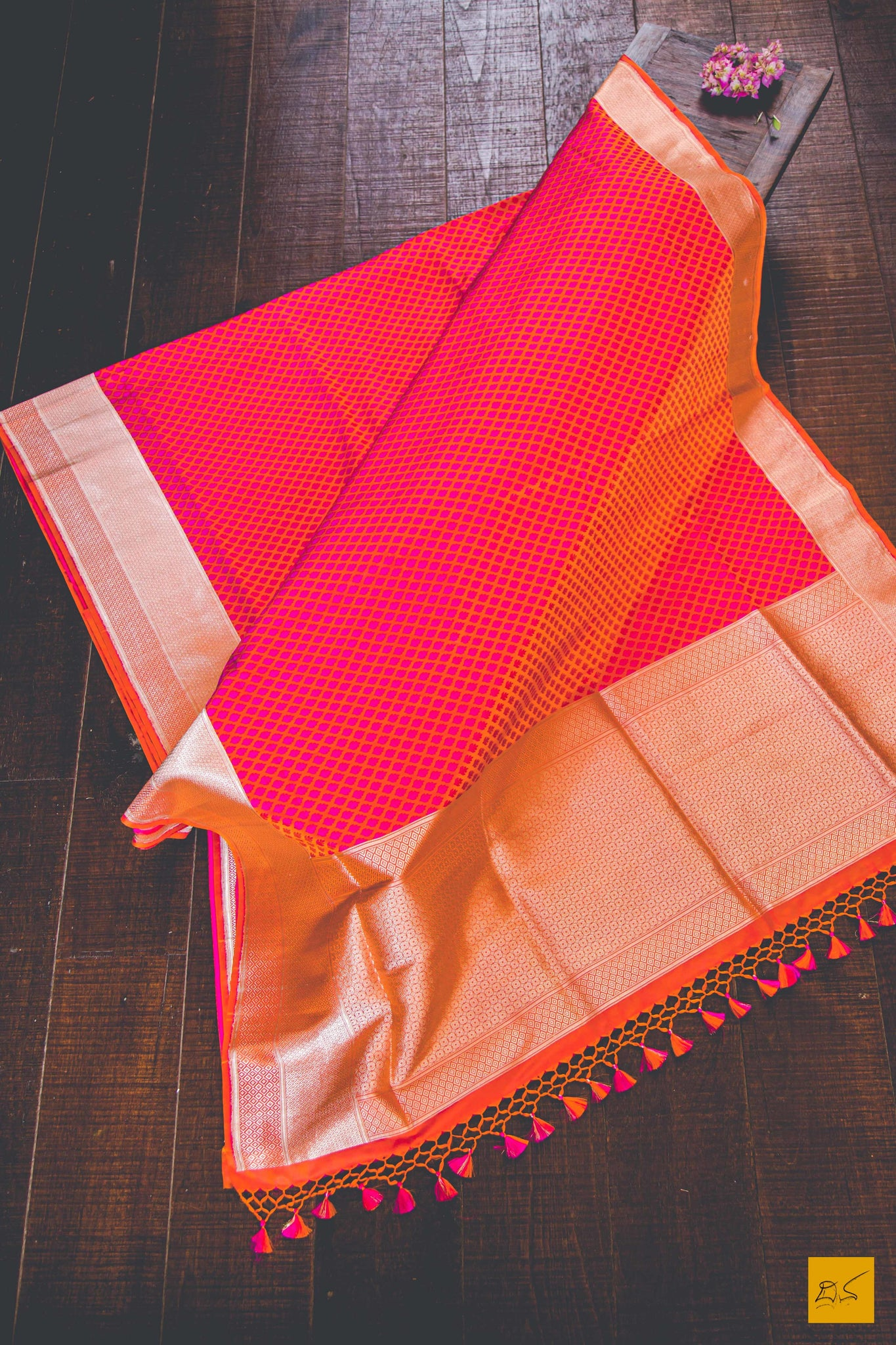 A beautiful katan silk banarasi sari with a pink body and a classic jamawar tanchoi crafted in this finest weaving style. New trend of Banarasi Saree designs, Banarasi Saree for artists, art lovers, architects, saree lovers, Saree connoisseurs, musicians, dancers, doctors, Banarasi Katan silk saree, indian saree images, latest sarees with price, only saree images, new Banarasi saree design.