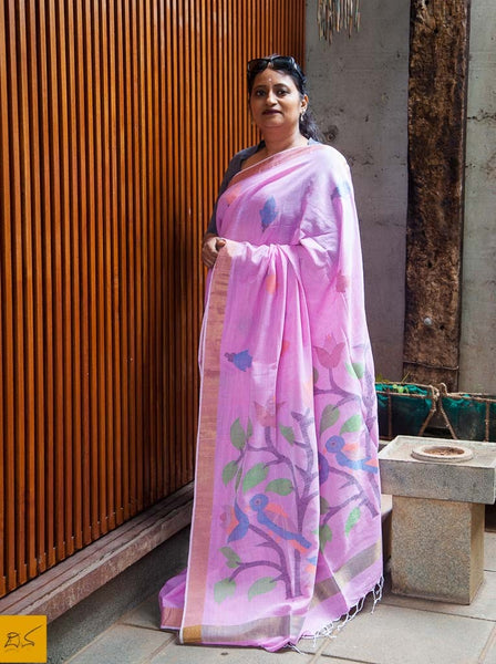 A lovely light lavender(pink) cotton saree with Jamdani buttas and pallu. New trend of Saree designs, Saree for artists, art lovers, architects, saree lovers, Saree connoisseurs, musicians, dancers, doctors, Katan silk saree, indian saree images, latest sarees with price, only saree images, new saree design.