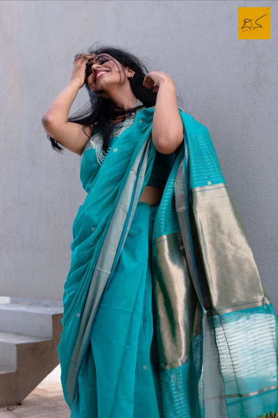silk cotton Maheshwari handwoven saree, traditional maheshwari saree with buttas paired with trendy blouse, sarees designs, readymade blouses for sarees, sareesfor saree lovers, art lovers, fashionistas, artists, musicians, dancers,doctors,sareeconnoisseiurs, architects