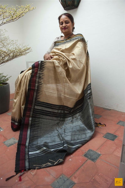This is a gorgeous dupion silk handwoven Saree with a beige and black body. New trend of Saree designs, Saree for artists, art lovers, architects, saree lovers, Saree connoisseurs, musicians, dancers, doctors, linen saree, indian saree images, latest sarees with price, only saree images, new saree design.