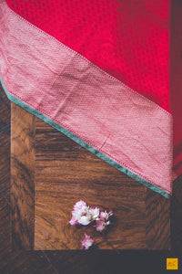 This is a wonderful banarasi georgette tanchoi sari with a red body and green slevedge. New trend of Banarasi Saree designs, Banarasi Saree for artists, art lovers, architects, saree lovers, Saree connoisseurs, musicians, dancers, doctors, Banarasi Katan silk saree, indian saree images, latest sarees with price, only saree images, new Banarasi saree design.